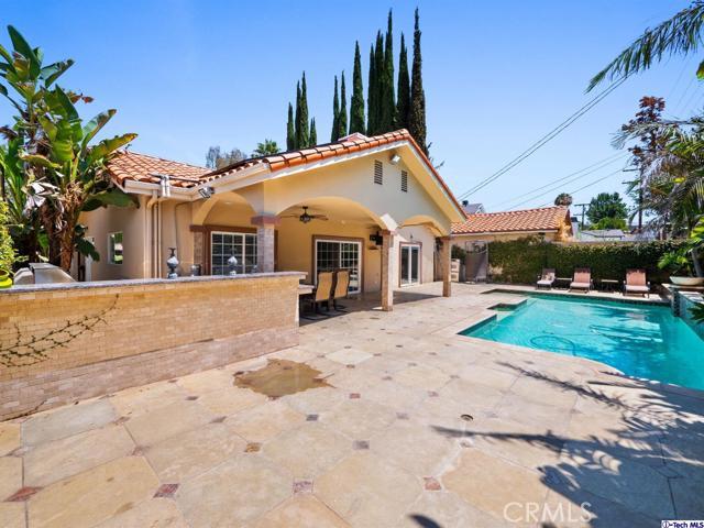 18038 Valley Vista Boulevard, Encino CA: http://media.crmls.org/medias/0001d274-9609-4463-b54a-a8214c051790.jpg
