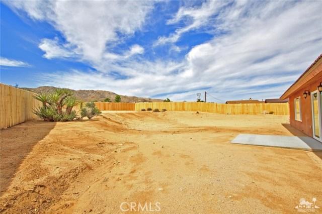 61755 Navajo, Joshua Tree CA: http://media.crmls.org/medias/00134ac5-0217-40cd-b335-324a3b9a99ef.jpg