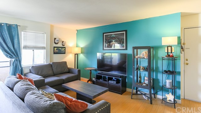 Condominium for Sale at 5031 Denny Avenue Unit 204 5031 Denny Avenue North Hollywood, California 91601 United States