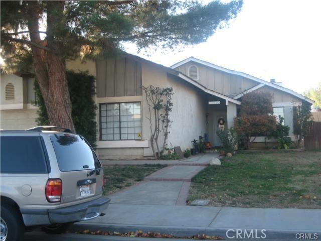 13815 Pheasant Knoll Lane, Moreno Valley CA: http://media.crmls.org/medias/003a6180-b721-42bf-b7f9-19f873014e99.jpg