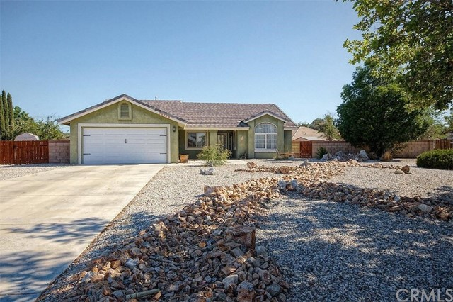 19188 Cochise Court, Apple Valley CA: http://media.crmls.org/medias/003e00c3-694b-4445-8785-6f95ab23fe18.jpg