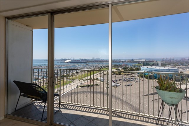 700 E Ocean Boulevard, Long Beach CA: http://media.crmls.org/medias/0082c5e9-4618-45c4-be9a-8cd45f165e7d.jpg