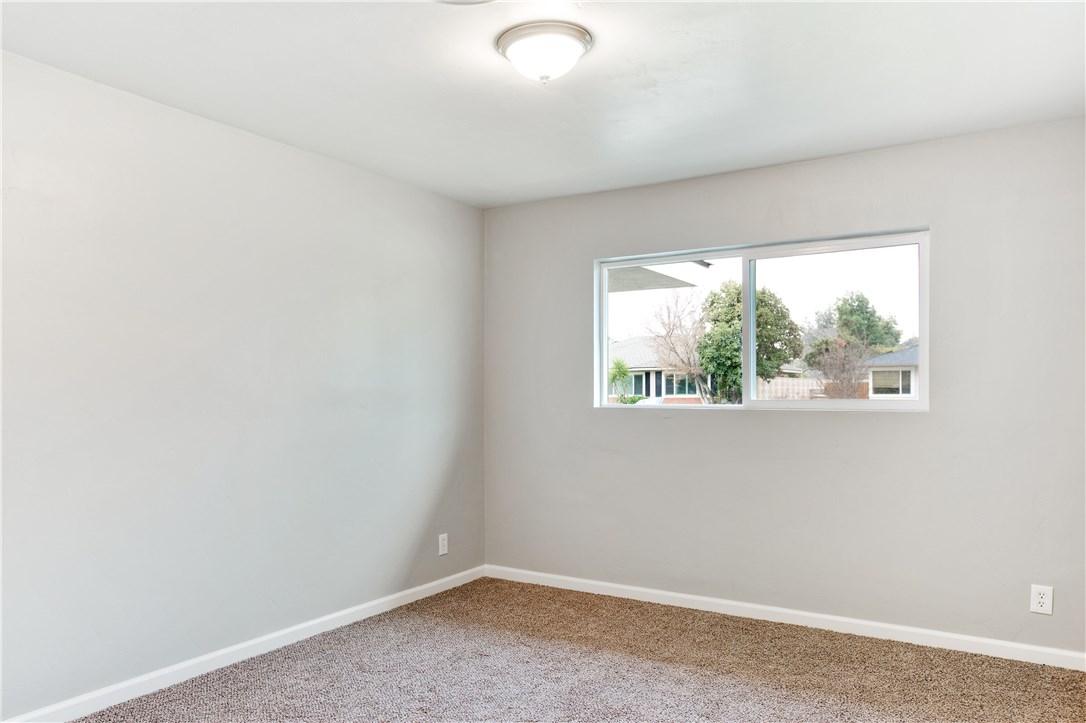 2412 Alder Street, Bakersfield CA: http://media.crmls.org/medias/009860b0-26ec-4b6e-a37e-885ab58960c9.jpg