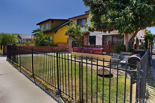 924 W 48th Street Los Angeles, CA 90037 - MLS #: PW17185955