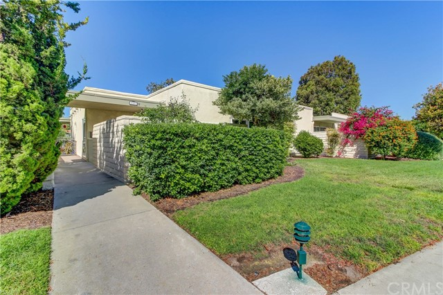 2107 Ronda Granada, Laguna Woods CA: http://media.crmls.org/medias/009b5f5d-b0a9-48c0-8d49-5e06e2b37f04.jpg