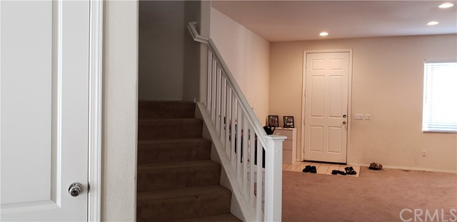 13223 La Crescenta Avenue, Oak Hills CA: http://media.crmls.org/medias/00c66f3c-f30e-4449-8ef9-4bd0f8252c36.jpg