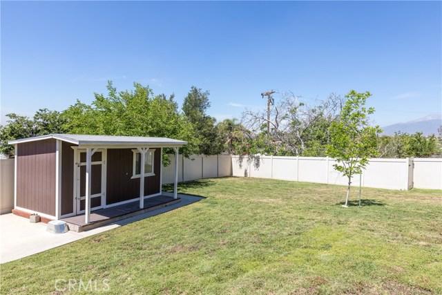 5566 N Mountain View Avenue, San Bernardino CA: http://media.crmls.org/medias/00d79e0c-1c14-421e-8f47-ff9829f05658.jpg