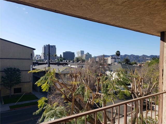 Detail Gallery Image 1 of 31 For 321 E Stocker St #201,  Glendale,  CA 91207 - 2 Beds | 2 Baths