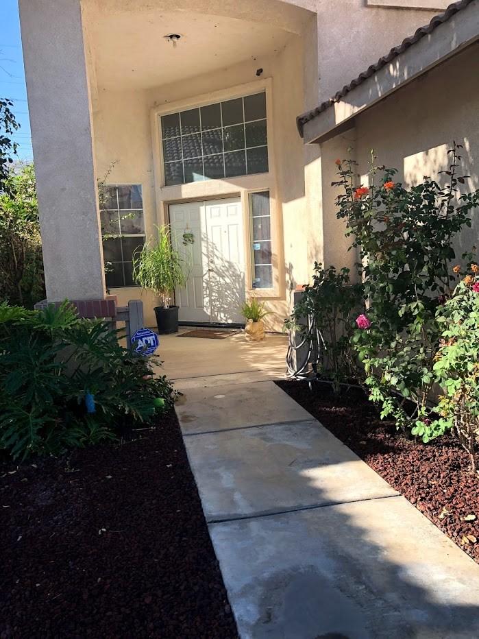 14979 Camellia Drive, Fontana CA: http://media.crmls.org/medias/00e90f55-52bd-4798-ae80-76e3281ce570.jpg