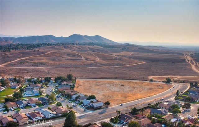 10078 Julian Drive, Riverside CA: http://media.crmls.org/medias/00fcbb02-f657-4ec8-b57f-e19567c8f527.jpg