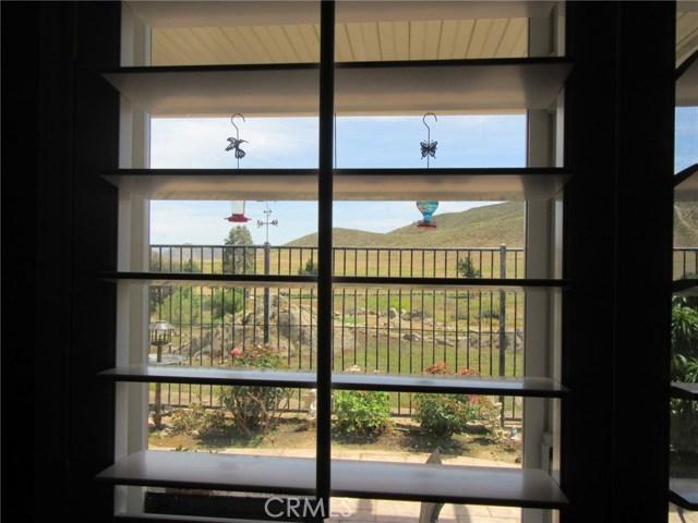 8655 Mann Lane, Hemet CA: http://media.crmls.org/medias/011900c8-d7dd-456f-8932-9176015030fe.jpg