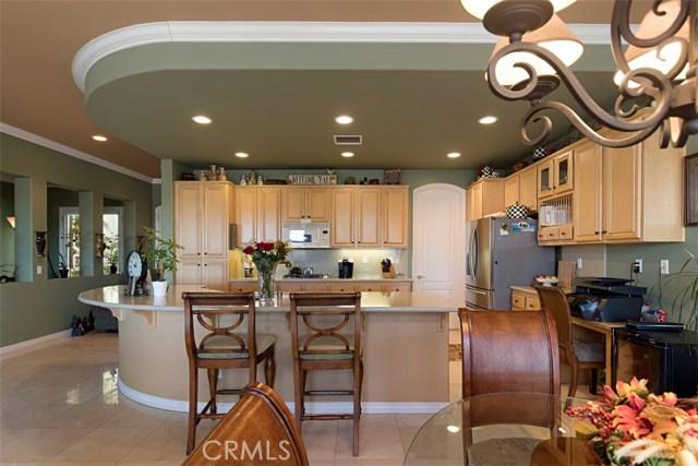 9120 Larkspur Drive, Corona CA: http://media.crmls.org/medias/012190c1-65a4-4aba-a29a-27c1a786574c.jpg