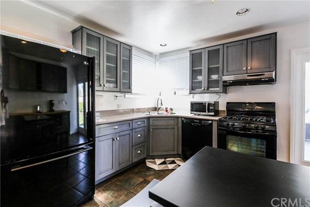 425 W Knepp Avenue, Fullerton CA: http://media.crmls.org/medias/0151b2bd-ce77-4469-b85a-3bc42cd6aaa0.jpg