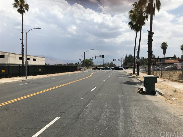 275 E 3rd Street, San Bernardino CA: http://media.crmls.org/medias/015823b7-1f0c-459d-80d9-6444d878f330.jpg