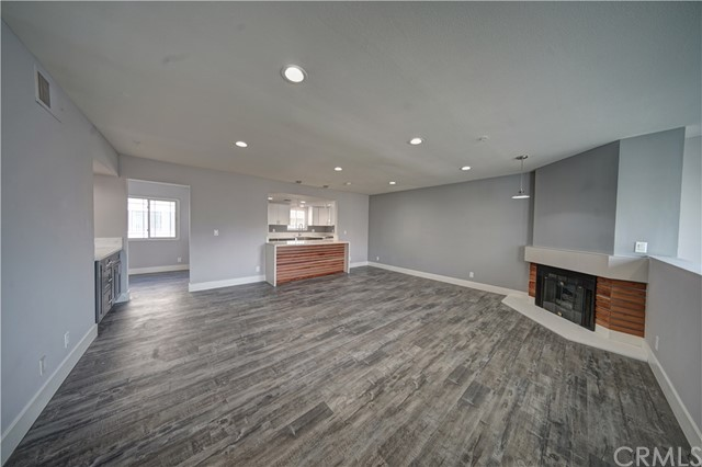 Townhouse for Sale at 2470 Montrose Avenue Montrose, California 91020 United States
