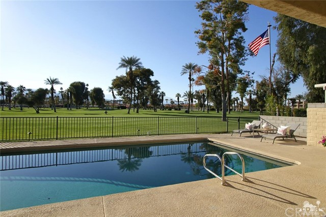 45337 Club Drive, Indian Wells CA: http://media.crmls.org/medias/0190dd84-4dfc-4a1b-8a87-c0ed466eb465.jpg