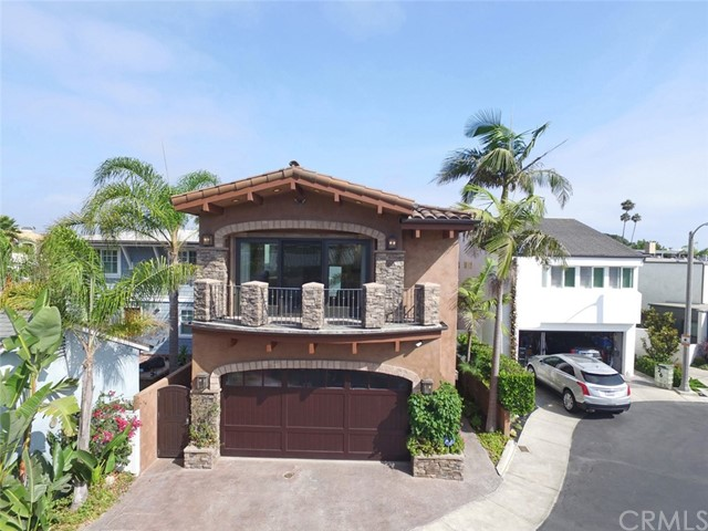 27 Balboa Coves  Newport Beach, CA 92663