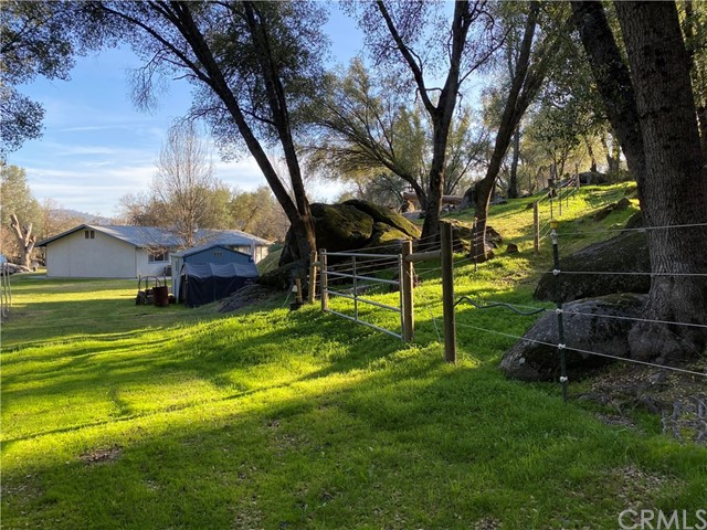 2764 Buck Pass Road, Mariposa CA: http://media.crmls.org/medias/01b10f42-0bea-486e-8c4f-245e0159104c.jpg