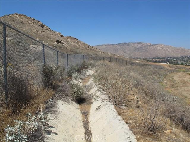 11275 Eagle Rock Road, Moreno Valley CA: http://media.crmls.org/medias/01b69966-5168-4705-8edc-cd9b315e9d3d.jpg