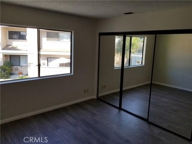 13075 Hubbard Street, Sylmar CA: http://media.crmls.org/medias/01c1e43a-83cd-40ad-bf0c-bb6c0c6f5b4f.jpg