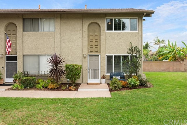 Detail Gallery Image 1 of 1 For 9733 Bickley Dr #13,  Huntington Beach,  CA 92646 - 3 Beds | 1/1 Baths
