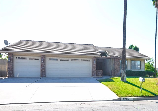 1215 2nd Place Calimesa, CA 92320 is listed for sale as MLS Listing EV16729087