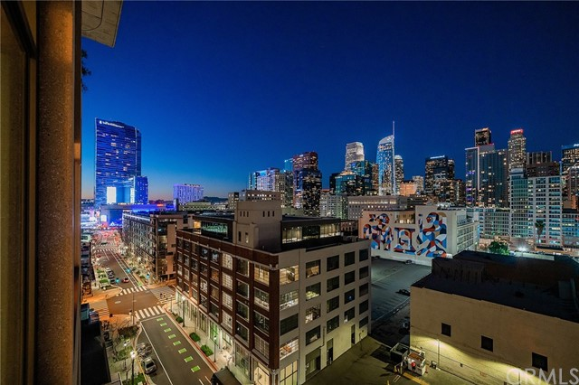 1111 S Grand Avenue, Los Angeles CA: http://media.crmls.org/medias/02167b9a-2227-4d2a-ad6a-ccef2699e630.jpg