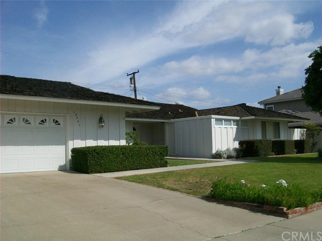 Single Family Home for Sale at 13751 Carlsbad St Tustin, California 92705 United States