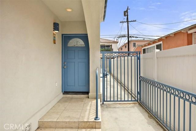 62 Saint Joseph Avenue, Long Beach CA: http://media.crmls.org/medias/021c3564-d3c2-490f-8295-6cbf6b13a37b.jpg