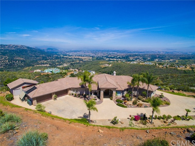 Single Family Home for Sale at 12421 Rancho Heights Road Pala, California 92059 United States