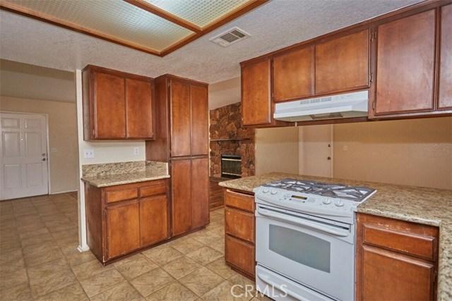 11790 Pasco Road, Apple Valley CA: http://media.crmls.org/medias/023658bd-452a-4e69-9c02-1d04b7711959.jpg