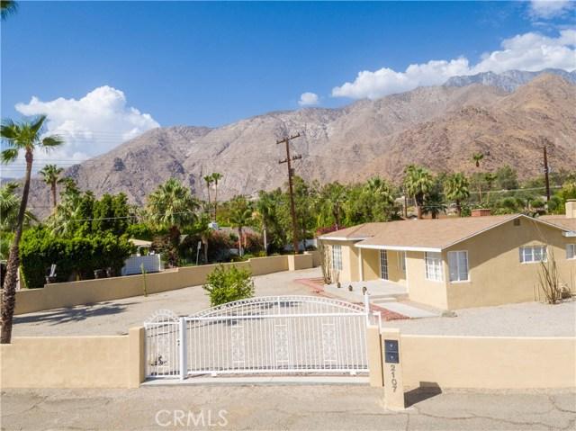 2107 N Vista Grande Avenue, Palm Springs CA: http://media.crmls.org/medias/02650ebb-b0be-4145-950d-38b940137699.jpg