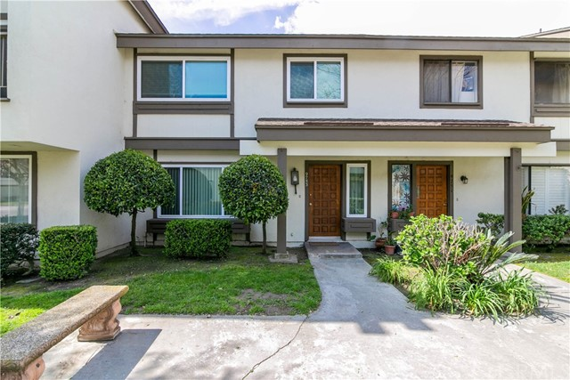 9753 Karmont Avenue, South Gate CA: http://media.crmls.org/medias/02660ea2-bb9b-4920-ac88-daf53e692e17.jpg