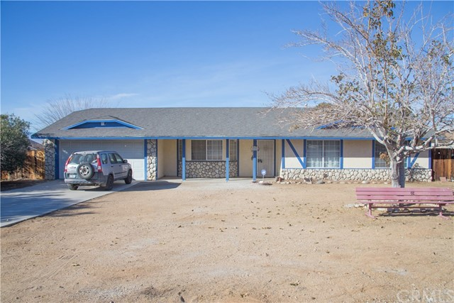 16926 Ouray Road, Apple Valley CA: http://media.crmls.org/medias/02821c51-501b-432f-9d98-3d0429c61de2.jpg