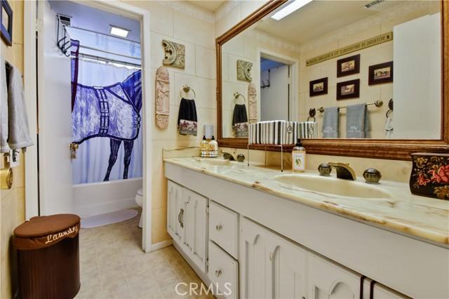 3492 Eboe Street, Irvine CA: http://media.crmls.org/medias/0283b46c-3381-4dd7-80d7-748e0c4ed656.jpg