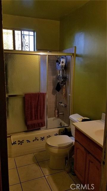 3205 Seminole Avenue, South Gate CA: http://media.crmls.org/medias/028a1703-b3fa-401b-8407-8f08062a3dfe.jpg