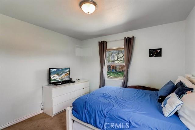 440 W Randall Avenue, Rialto CA: http://media.crmls.org/medias/0292b7c9-2955-4393-890d-4981769f8810.jpg