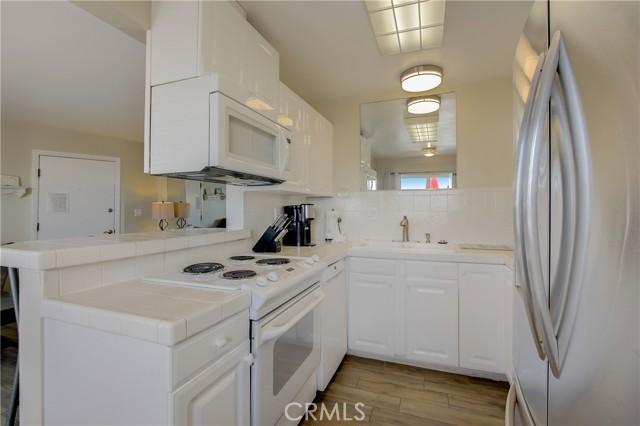 4975 Sandyland Road, Carpinteria CA: http://media.crmls.org/medias/02a1d101-f864-4ed7-9505-6260c2194390.jpg
