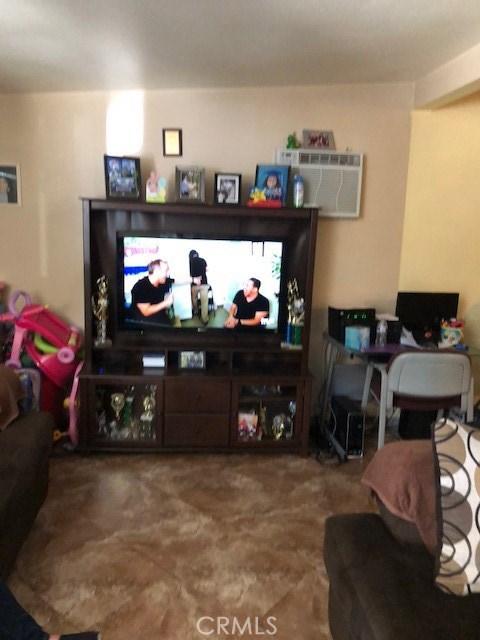 531 S Arizona, Los Angeles CA: http://media.crmls.org/medias/02a8cbd2-5290-49c8-a458-48c8807a4fbb.jpg