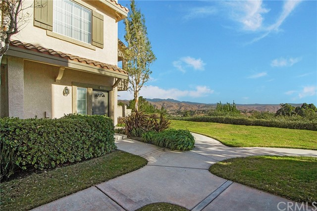 Detail Gallery Image 1 of 30 For 7905 E Viewrim Dr, Anaheim Hills, CA 92808 - 2 Beds | 2 Baths