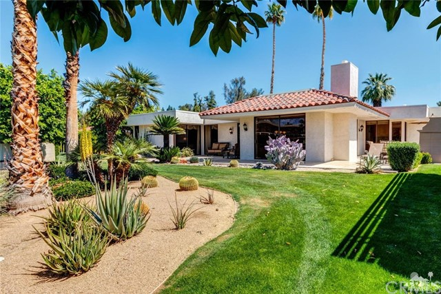 Photo of home for sale at 11 Wesleyan Court, Rancho Mirage CA