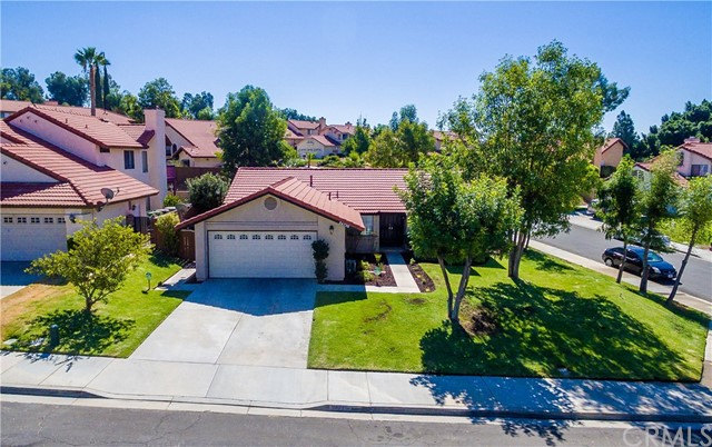 24725 Thornberry Circle, Moreno Valley CA: http://media.crmls.org/medias/02f852ac-62bc-40c8-9669-73e79c872512.jpg