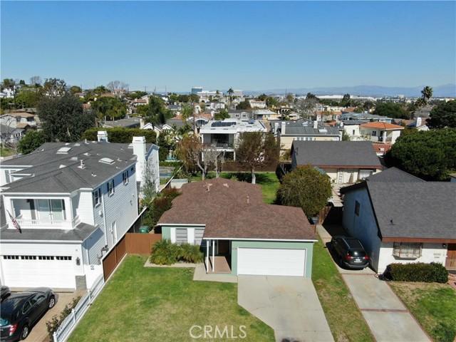 1311 18th Street, Manhattan Beach CA: http://media.crmls.org/medias/02f9b683-0e10-4e7d-849c-a13a6956953a.jpg