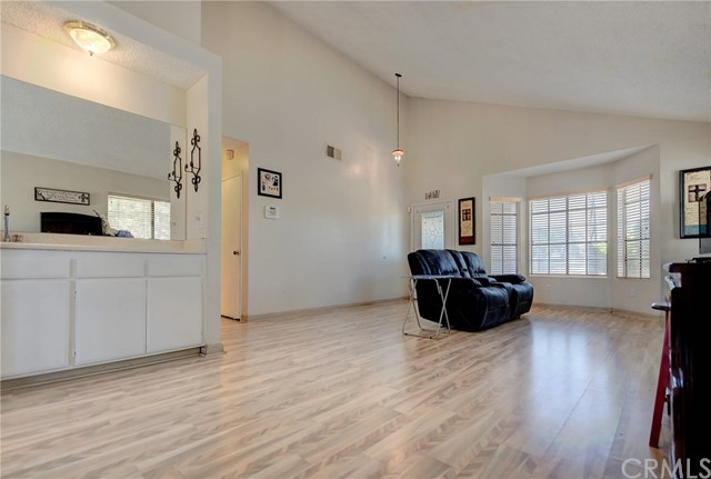 8373 9th Street, Rancho Cucamonga CA: http://media.crmls.org/medias/033a2f81-523c-4a8b-8359-4f68e653541c.jpg
