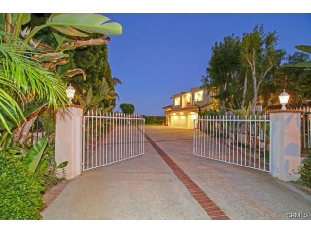Single Family Home for Rent at 2 Drakes Bay Drive Corona Del Mar, California 92625 United States