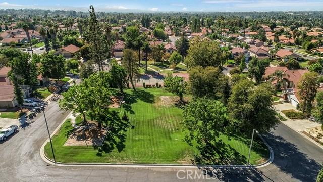 122 Orange Park, Redlands CA: http://media.crmls.org/medias/0358dbf7-d078-486f-8e79-8db5503414fc.jpg