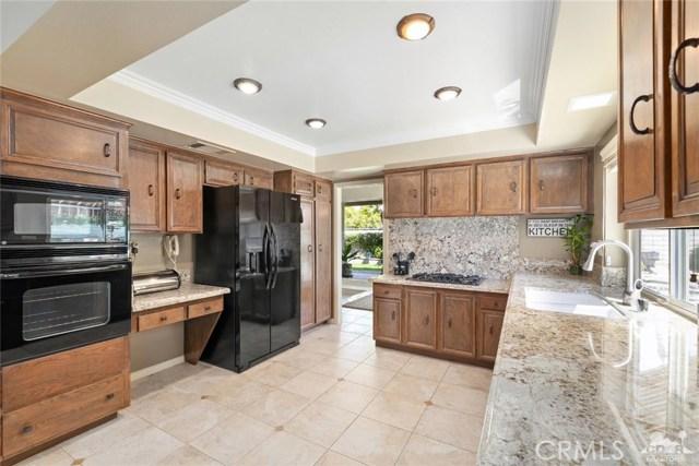 59 Sierra Madre Way, Rancho Mirage CA: http://media.crmls.org/medias/03848841-4f32-44f4-9224-1535056d4830.jpg