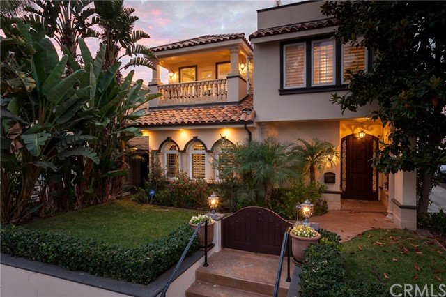 Single Family Home for Sale at 333 Poppy Avenue Corona Del Mar, California 92625 United States