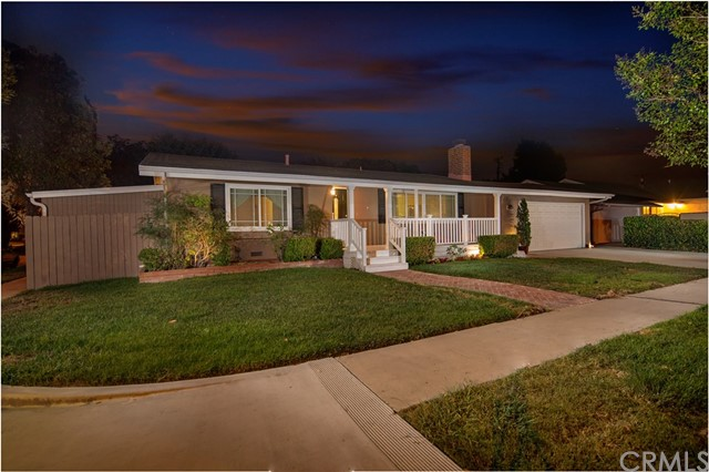 2390 Fordham Drive, Costa Mesa CA: http://media.crmls.org/medias/038e17a0-c619-4219-98e4-6fff4cfeb88b.jpg