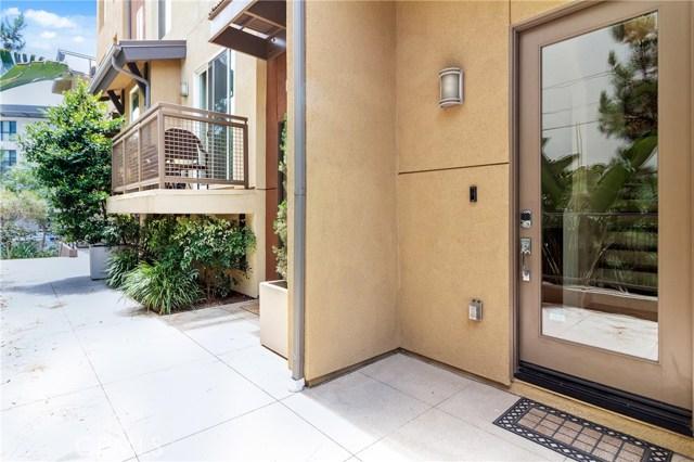 513 Rockefeller, Irvine CA: http://media.crmls.org/medias/03a13685-e80f-46c7-b769-9fd9dd5c66bc.jpg